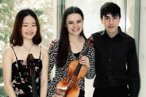 Arcus Trio, Photo (L-R) Kate Huang, cello, Célina Bethoux, violin, Leo Gevisser, piano.